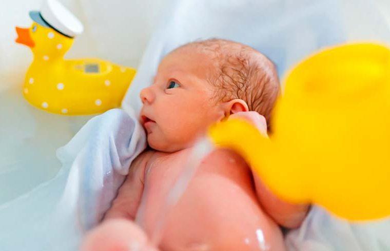 Bañar al bebé por la mañana o por la noche: ¿cuándo es mejor?