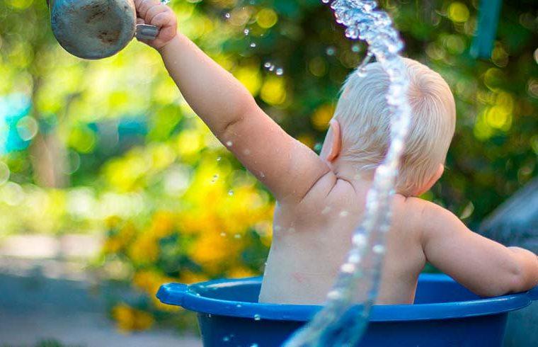 A tu bebé no le gusta el baño: cómo conseguir que sea agradable