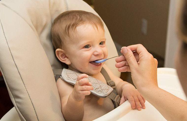 Alimentación del bebé: lo que NO debe comer en su primer año